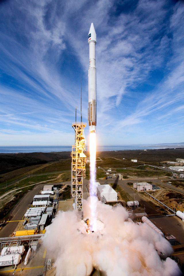 выбирают картинки пусков ракет друг обеликса один